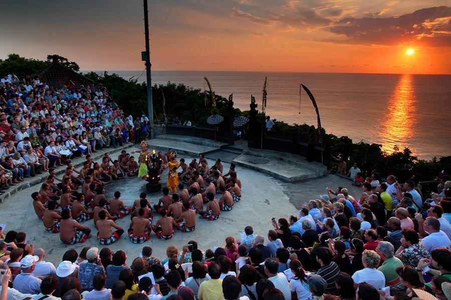 Wisata di Bali melihat Tari Kecak
