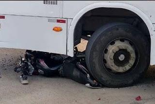 Colisão entre moto e ônibus deixa duas pessoas feridas na PB