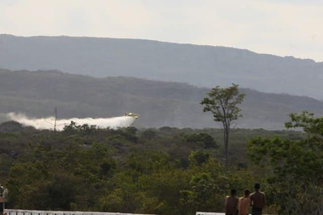Combate a incêndio na Chapada Diamantina recebe apoio aéreo do Bahia Sem Fogo