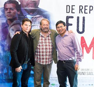 Carlos Vereza posa com o Diretor Bruno Saglia e o produtor de imagens aéreas Germano