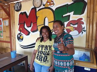Mama Eta bersama karyawannya