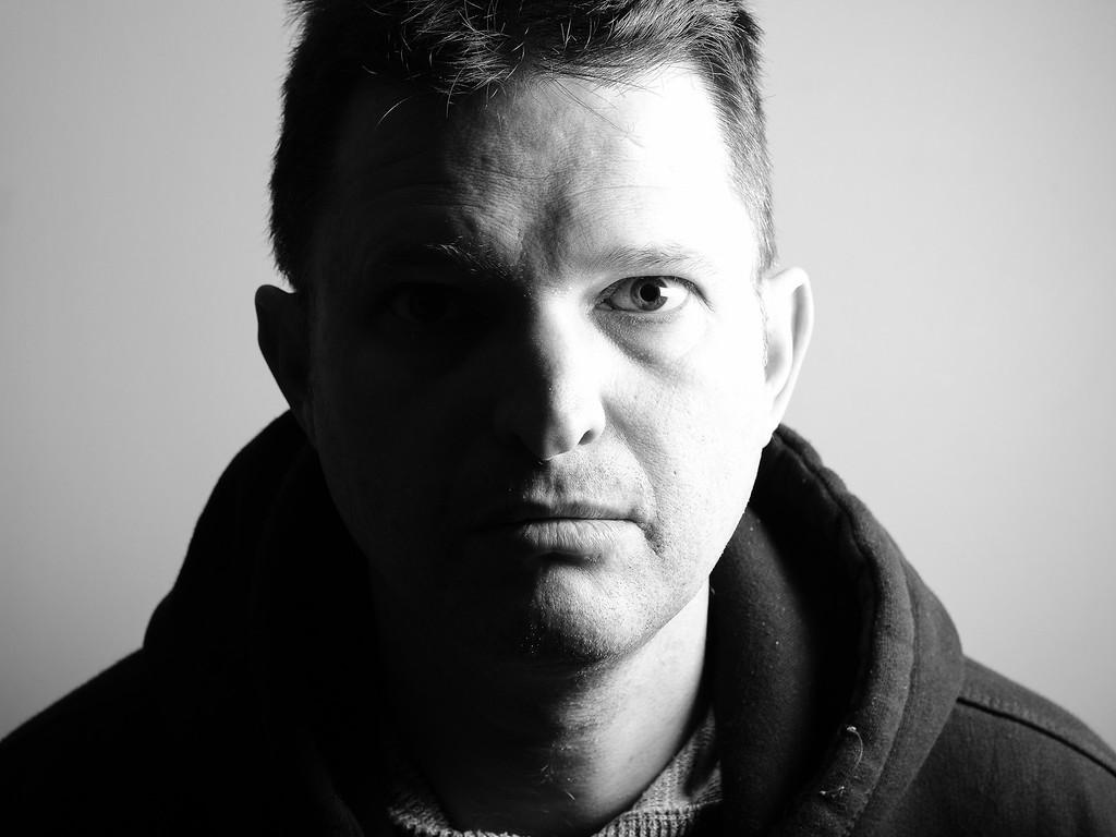 Портрет мужчины, сделанный со вспышкой Godox TT350-F и софтбоксом