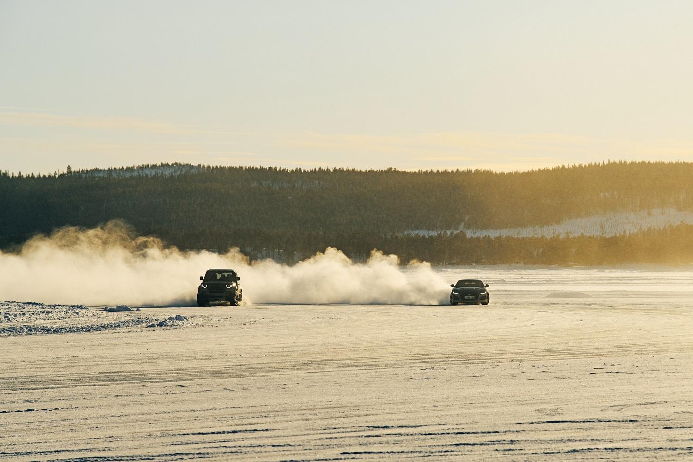 جاكوار ولاند روڤر القيادة على الجليد