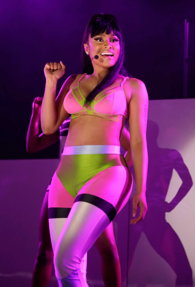 Nicki Minaj performs in a revealing attire at the 2015 iHeartRadio Summer Pool Party