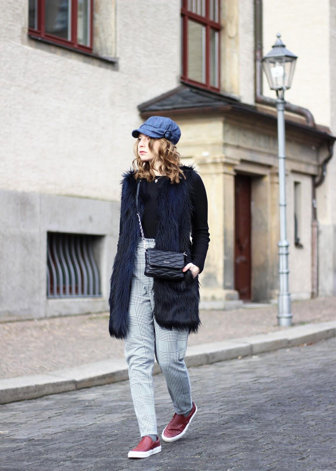 Outfit MBFW: karierte Hose und schwarze DKNY Tasche | The