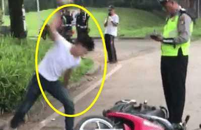 Viral! Inilah Kronologi Pemuda Yang Rusak Motor Didepan Polisi