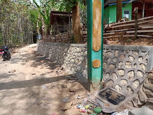 Pembangunan Plengsengan Dusun Duko