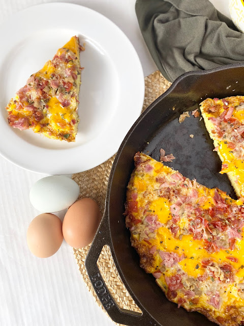 Cast Iron Skillet Pizza Frittata #ad #sweetsavoryeats #iowaegg