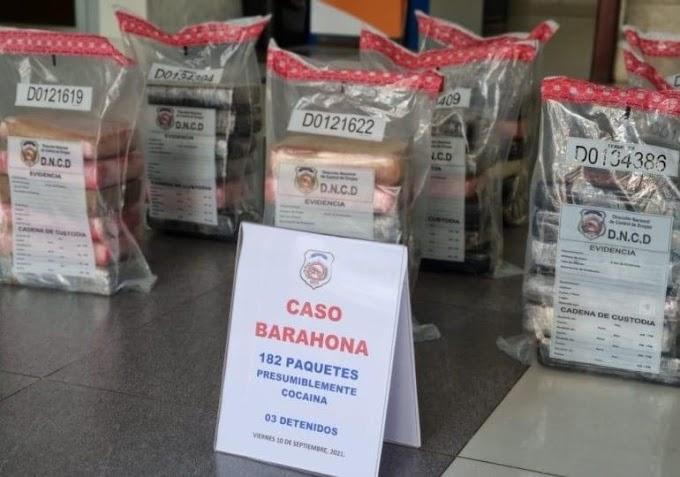 DNCD ocupa 182 paquetes de presunta cocaína y arresta a tres personas en Barahona.