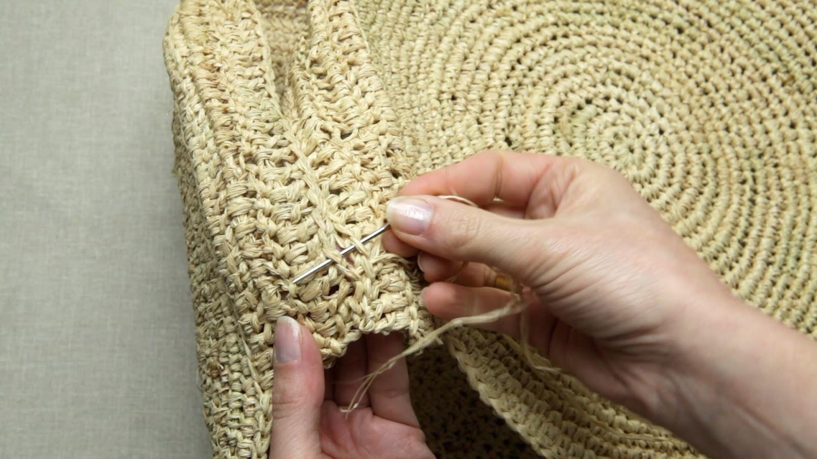 Sac Tout Rond Et Tout Simple A Crocheter En Raphia Hooklook Meli Melo D Idees En Laine Et Au Crochet