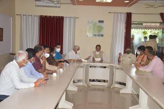 मुख्यमंत्री श्री शिवराज सिंह चौहान ने आज जनप्रतिनिधियों से भेंट कर उनके क्षेत्र की समस्याओं को सुना