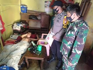 Kompak, Bhabinkamtibmas Mampu dan Babinsa Salurkan Bantuan Beras dari Kapolres Pelabuhan Makassar
