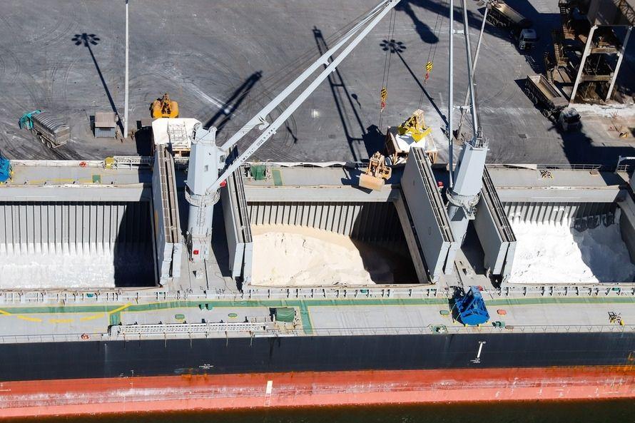 Portos do Paraná registram recorde na importação de fertilizantes no 1º semestre
