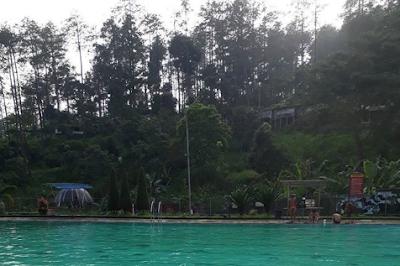 wisata pemandian air panas pacet mojokerto jawa timur
