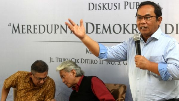Saiful Mujani Kritik Jokowi Bubarkan FPI dan HTI