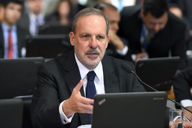 """""""Adiamento do Censo revela inversão de prioridades"""" afirma o ex-senador Armando Monteiro"""