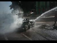 Becak Motor Tukang Bentor Terbakar, Warga Malah Sibuk Siaran Langsung di Medsos
