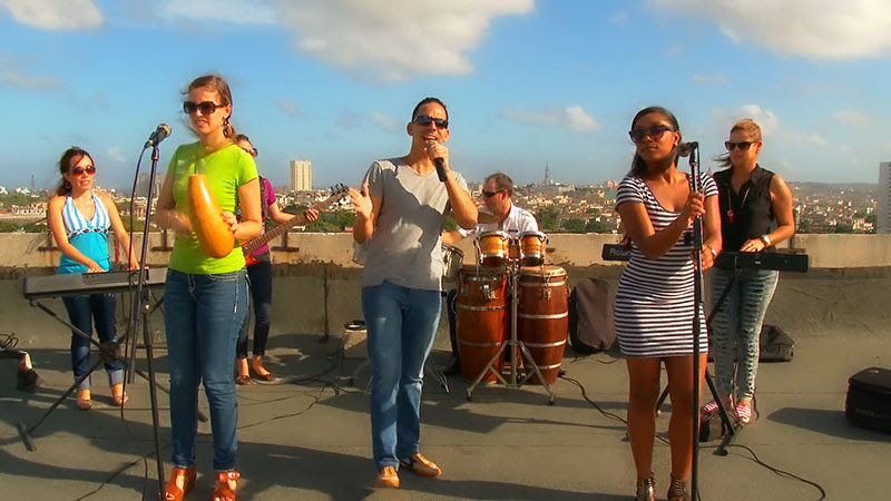 Abel Maceo y su Grupo - ¨Que buena vida de que¨ - Videoclip - Dirección: Marilin Cisneros. Portal Del Vídeo Clip Cubano - 05