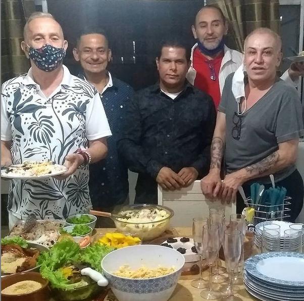 Valdivino Sousa comemorou seu aniversário com amigos, ele faz aniversário em uma data festiva no dia 24/12/2020.