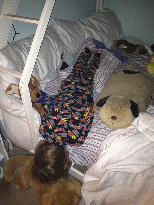 15+ Hilarious Pics That Prove Kids Can Sleep Anywhere - Napping While Planking