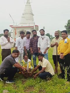 अयोध्या में श्री राम मंदिर के शिलान्यास के शुभ अवसर पर राम मंदिर परिसर में अकरम खान ने पीपल का पौधा रोपा