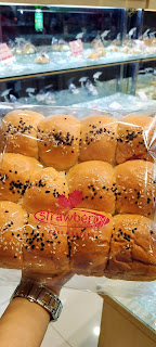 Bolu Cirebon, Strawberry Delight