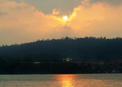 Sunset yang indah di Waduk Darma Kuningan