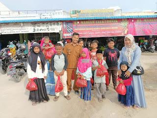 Berbagi Kebahagiaan, Kades Sei Raja Belanjakan Baju Baru Anak Yatim Di Desanya