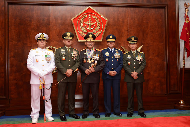 Kapolri Terima Bintang Kehormatan Tertinggi dari TNI
