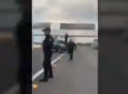 VIDEO.-  El Marro amenazas a policías , ayer se pasaron bien de pendejos (…) al prestarse a la mamada con esos hijos (…) de los 'jaliscos', en poner su pinche filtrito ahí iba mi madre