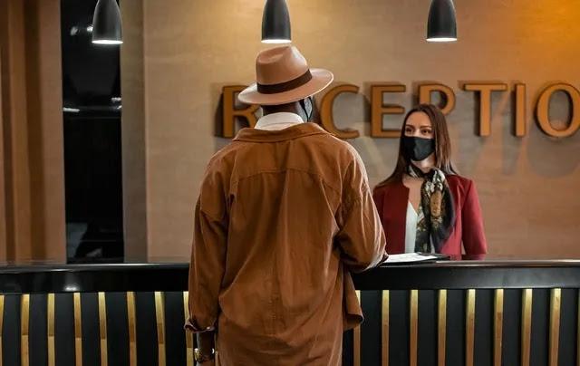 aprende ingles hotel cliente maletas recepcion registro vacaciones