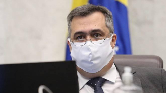 Governo do Paraná promete mais medidas restritivas após 'colapso iminente' em UTIs
