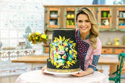 Beca e o bolo referência da prova criativa (Crédito: Victor Silva/SBT)