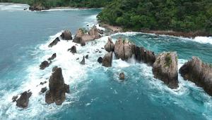 Ini Dia 5 Pantai Cantik Sekaligus Berbahaya di Indonesia