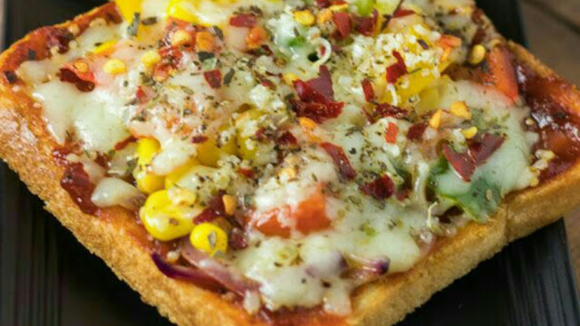 Bread Pizza With Chicken Recipe | How to make bread pizza