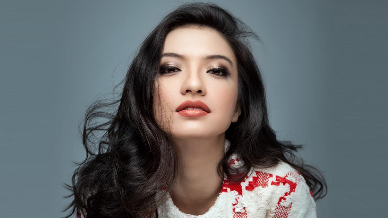 Raline Shah artis cantik manis dan hot