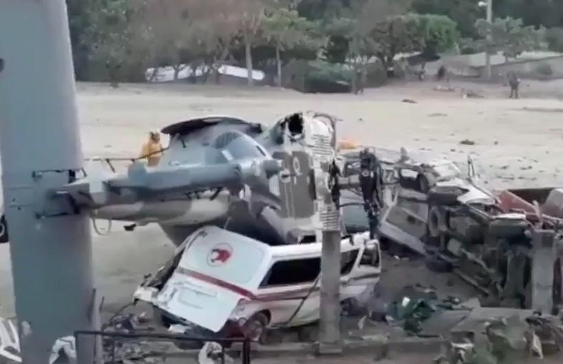 """Para no caer en """"caida libre"""" helicóptero del Secretario de Gobernación, cayo sobre vehiculos de transporte público y mató a 14 personas... quienes claman ayuda"""