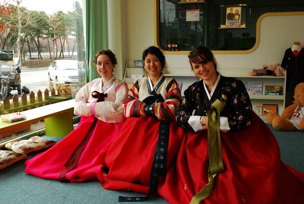 Mặc trang phục truyền thống Hàn Quốc