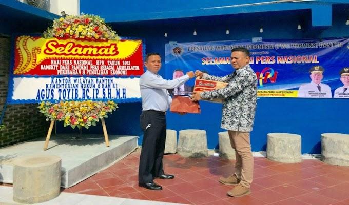 Isi Momentum HPN 2021, PWI Banten Salurkan Bantuan Sembako ke Yayasan Baiturrahman