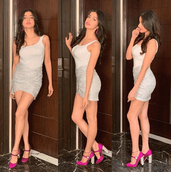 divya-khosla-look-stunning-in-short-skirt