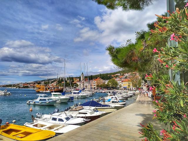 port w Selcach, łodzie, jachty, Chorwacja, wakacje 2020, Covid-19