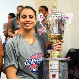 winifer fernandez with trophy
