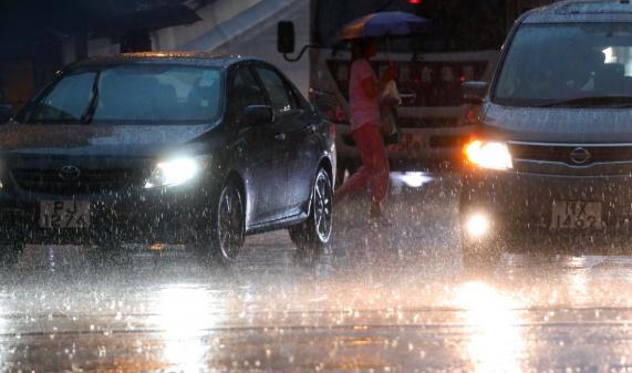 Hujan Lebat disertai Angin diperkirakan Akan Mengguyur Hong Kong dalam beberapa Jam Kedepan