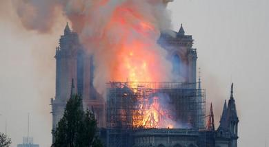 Notre-Dame pegou fogo! Notre-Dame que se foda!