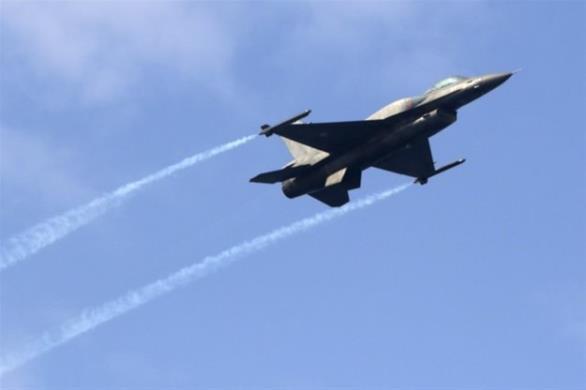 Υπερπτήσεις «κατά κύματα» από τουρκικά F-16 στο Αιγαίο