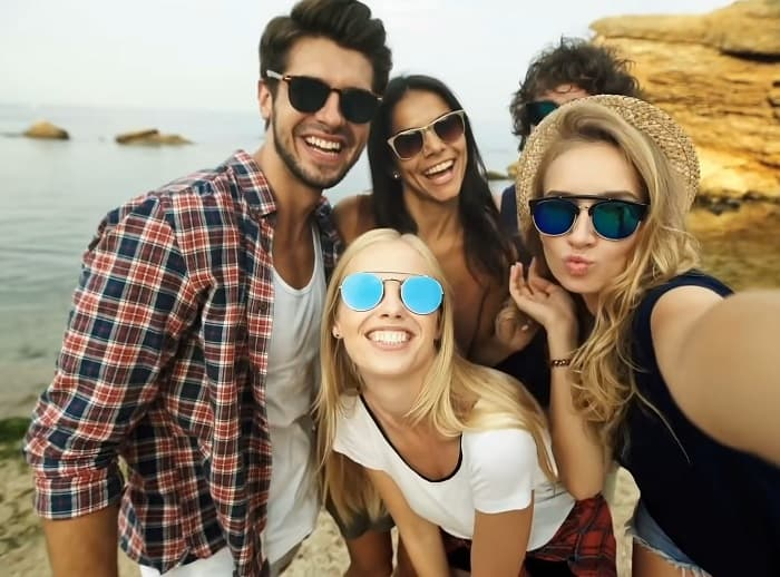 Why Wearing Sunglasses Makes You More Attractive? Glasses & Facial Symmetry Explained
