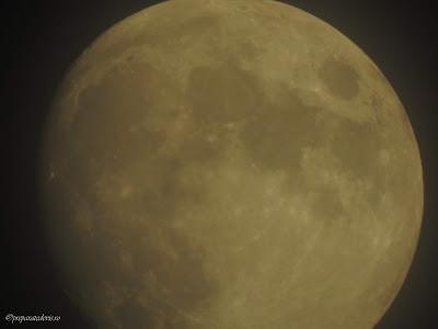 Zoom cu Nikon pe Luna,