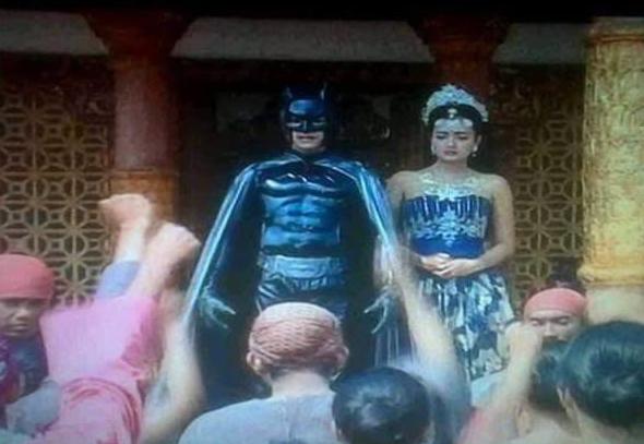 Adegan Batman Menikah dengan Ratu Kerajaan
