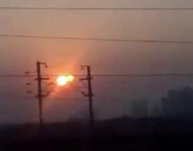 VIDEO: objeto extraño es captado a lado del sol en la india.