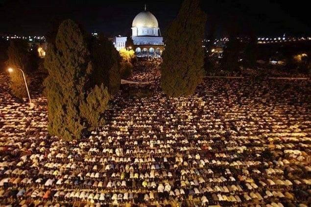 Meski Dijaga Dengan Ketat, Umat Islam Palestina Penuhi Masjid Al Aqsha Di Malam 27 Ramadhan
